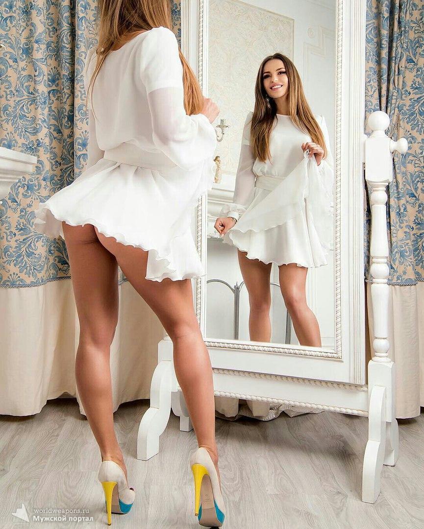Вау. Красивая девушка, шикарные ножки. Огонь!