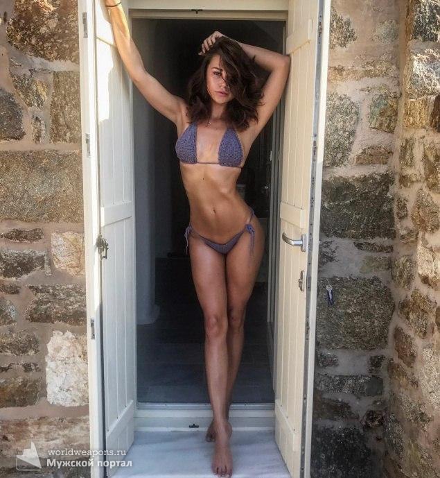 Красивая девушка, модель. Идеальная стройная фигура. В купальнике. Супер. ;)